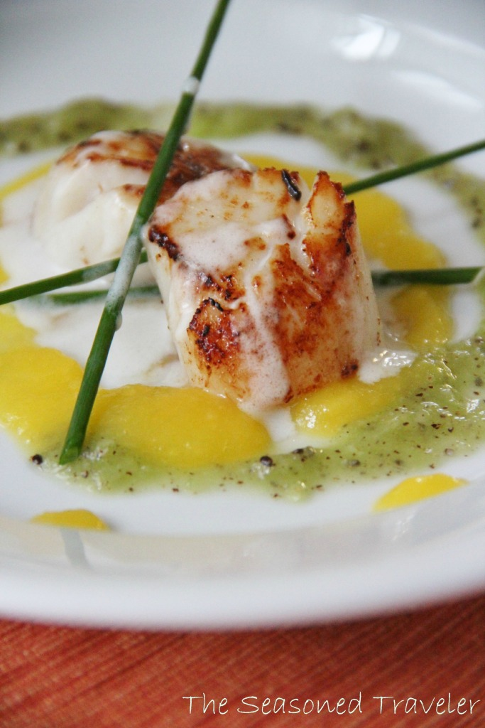 Seared Scallops with Coconut, Mango & Kiwi